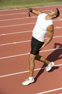 Runner on running track with painful expressionの写真素材 [FYI04322583]