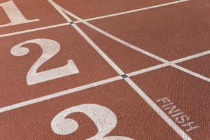 Lanes of running track, focus on lane twoの写真素材 [FYI04322701]