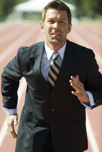 Businessman running on trackの写真素材 [FYI04322707]