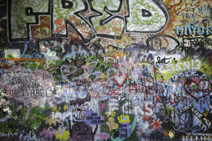 Full frame shot of graffiti on wallの写真素材 [FYI04322809]