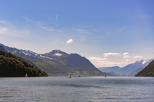 Scenic view of Lake Lucerne and mountains against sky, Brunnen, Switzerlandの写真素材 [FYI04322814]