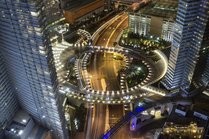 High angle view of illuminated highway amidst city buildings at night, Las Vegas, Nevada, USAの写真素材 [FYI04322873]