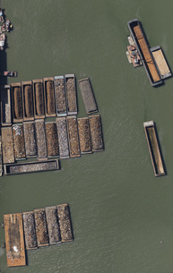 Aerial view of rocks and ores on barges in seaの写真素材 [FYI04322936]