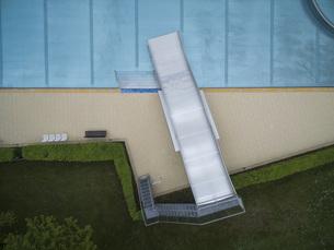 Directly above view of metal slide by pool, Sindelfingen, Baden-Wuerttemberg, Germanyの写真素材 [FYI04322967]