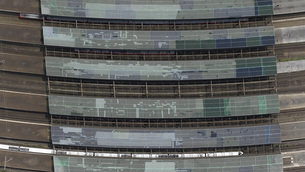 Directly above view of train station, Duisburg, North Rhine-Westphalia, Germanyの写真素材 [FYI04322991]