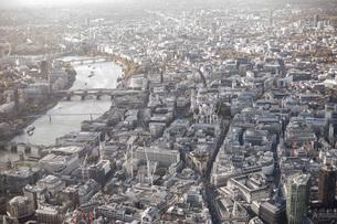 Aerial view of city, London, England, UKの写真素材 [FYI04322994]