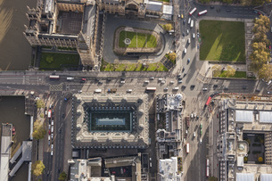 Directly above view of Westminster Bridge and Big Ben, London, England, UKの写真素材 [FYI04322995]