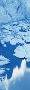 High angle view of glacier in lagoon, Perito Moreno Glacier, Patagonia, Argentinaの写真素材 [FYI04323046]