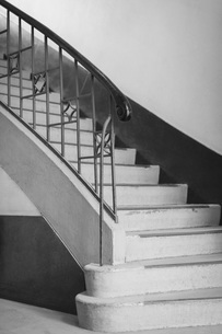 Steps by wall at homeの写真素材 [FYI04323052]