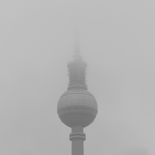 Low angle view of Fernsehturm against sky in foggy weather, Berlin, Germanyの写真素材 [FYI04323057]