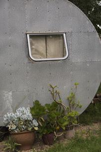 Trailer home at yardの写真素材 [FYI04323109]