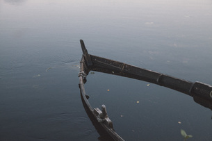 High angle view of rowboat sinking in lakeの写真素材 [FYI04323154]