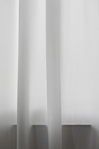 Detail of white curtain in front of windowの写真素材 [FYI04323241]