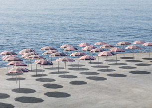 High angle view of parasols at beach during sunny dayの写真素材 [FYI04323296]