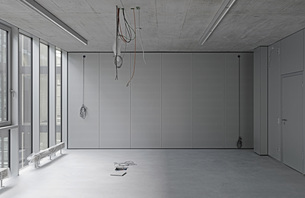 Interior of empty office with cables hanging from ceilingの写真素材 [FYI04323321]