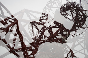 Low angle view of ArcelorMittal Orbit seen through glass, London, Englandの写真素材 [FYI04323470]