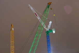 Low angle view of construction cranes against skyの写真素材 [FYI04323482]