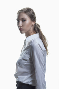 Side view portrait of beautiful fashion model against white backgroundの写真素材 [FYI04323525]