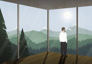 Man enjoying idyllic mountain view from houseのイラスト素材 [FYI04323685]