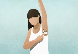 Woman shaving armpitのイラスト素材 [FYI04323707]