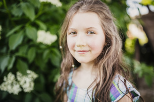 Portrait smiling, confident girlの写真素材 [FYI04323826]