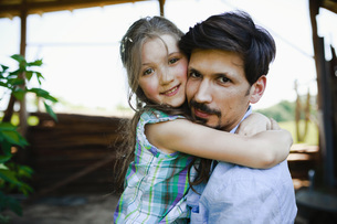Portrait affectionate father and daughter huggingの写真素材 [FYI04323869]
