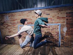 Modern dancers performing against brick wallの写真素材 [FYI04323890]