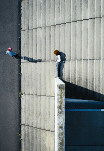 View from above young man laying on urban stepsの写真素材 [FYI04324008]