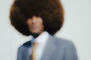 Defocused portrait well-dressed young man with afroの写真素材 [FYI04324027]