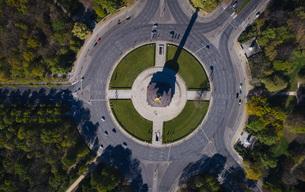 Victory Column roundabout, Tiergarten, Berlin, Germanyの写真素材 [FYI04324081]