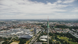 Drone point of view sunny Munich cityscape, Bayern, Germanyの写真素材 [FYI04324085]