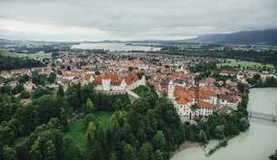 Drone point of view townscape, Fuessen, Bayern, Germanyの写真素材 [FYI04324086]