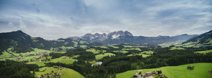 Drone point of view scenic, idyllic rolling green landscape, Kitzbuehel, Tyrol, Austriaの写真素材 [FYI04324087]