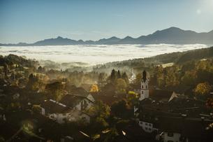 Scenic, tranquil view Bad Kohlgrub, Bayern, Germanyの写真素材 [FYI04324116]
