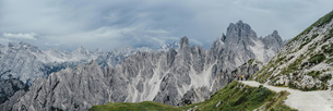 Scenic panoramic view rugged mountain peaks, Drei Zinnen Nature Park, South Tyrol, Italyの写真素材 [FYI04324122]