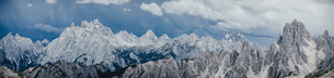Scenic panoramic view rugged mountain peaks, Drei Zinnen Nature Park, South Tyrol, Italyの写真素材 [FYI04324123]