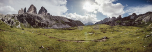 Scenic panoramic view Drei Zinnen Nature Park, Tre Cime di Lavaredo, South Tyrol, Italyの写真素材 [FYI04324125]