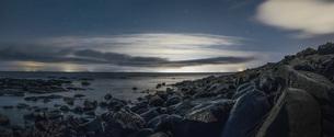 Scenic view rocky, remote beach, Reykjanesbaer, Icelandの写真素材 [FYI04324180]