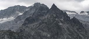 Punta da l'Albigna summit and Cima di Castello summit, Bregaglia, Graubuenden, Switzerlandの写真素材 [FYI04324233]