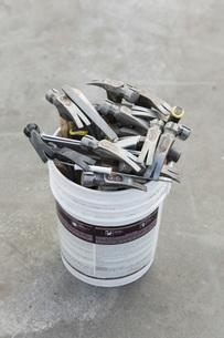 Hammers in bucketの写真素材 [FYI04324234]