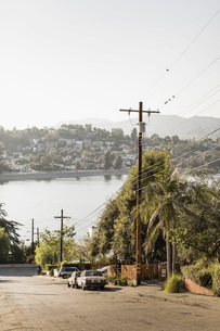 Neighborhood with sunny lake view, Los Angeles, California, USAの写真素材 [FYI04324236]