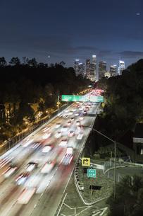 Long exposure cars driving along freeway at night, Los Angeles, California, USAの写真素材 [FYI04324255]