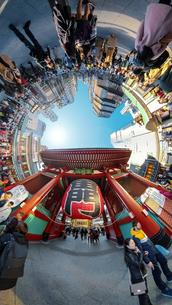 浅草雷門前交差点の360度風景写真の写真素材 [FYI04330427]