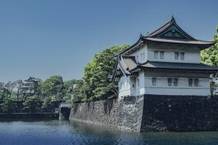 皇居 内堀通り側から望む桜田巽櫓の写真素材 [FYI04330438]
