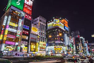 新宿歌舞伎町の夜景の写真素材 [FYI04330440]