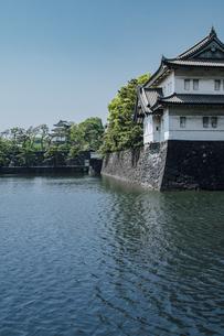 皇居 内堀通り側から望む桜田巽櫓の写真素材 [FYI04330441]