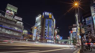 秋葉原電気街の夜景の写真素材 [FYI04330484]