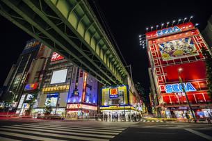 秋葉原電気街の夜景の写真素材 [FYI04330486]