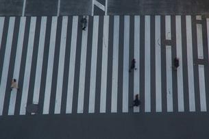 数寄屋橋交差点と行き交う人々の写真素材 [FYI04330578]