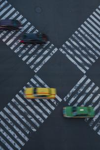 数寄屋橋交差点と走る車の写真素材 [FYI04330579]